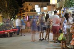 POTOS, ILHA de THASSOS, GRÉCIA - 24 de julho de 2014 tiros da rua na noite com exposição longa Fotografia de Stock Royalty Free