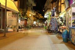POTOS, ILHA de THASSOS, GRÉCIA - em julho de 2014 tiros da rua na noite com exposição longa Fotografia de Stock Royalty Free