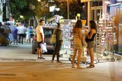 POTOS, ILHA de THASSOS, GRÉCIA - em julho de 2014 tiros da rua na noite com exposição longa Imagem de Stock