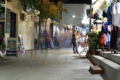 POTOS, ILHA de THASSOS, GRÉCIA - em julho de 2014 tiros da rua na noite com exposição longa Fotografia de Stock
