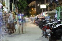 POTOS, ISLA de THASSOS, GRECIA - julio de 2014 tiros de la calle en la noche con la exposición larga Foto de archivo libre de regalías