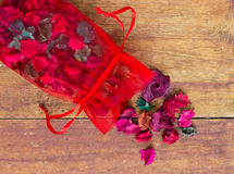 Potpourri saszetka na stole zdjęcia royalty free