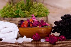 Potpourri and towels Stock Photography