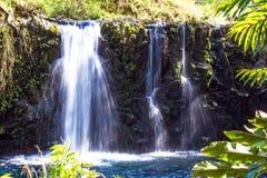 Potrójna siklawa zakłada wzdłuż legendarnej drogi Hana w Maui, Hawaje Fotografia Stock