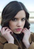 Potrait de la muchacha de moda del beautifu al aire libre Imagen de archivo libre de regalías