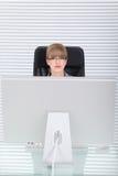 Potrait de la oficina de una mujer de negocios joven Fotografía de archivo libre de regalías