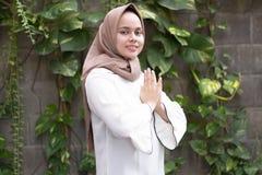 Potrait de mode de jeune hijab de port modèle photo libre de droits