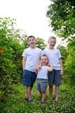 Potrait de tres hermanos jovenes imágenes de archivo libres de regalías