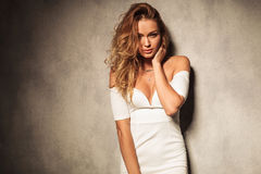 Potrait de uma mulher elegante 'sexy' Fotografia de Stock Royalty Free