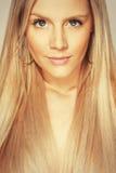 Potrait härlig blond ung flicka Fotografering för Bildbyråer