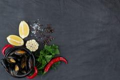Potrawka z mussels, cytrynami, chili pieprzem i pikantność, Zdjęcie Royalty Free