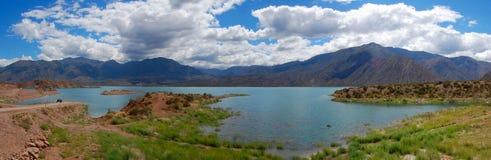 Potrerillos See panoramisch stockbilder