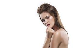 Potrtrait de jeune femme d'isolement sur le blanc images stock