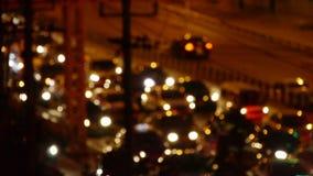 Potrząsalny oświetlenie przy nocą, wiele samochody na wiadukcie, ruchu drogowego dżem przy nocą zdjęcie wideo