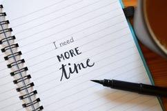 Potrzebuję WIĘCEJ czas piszącego list w notatniku ilustracja wektor