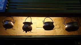 Pots antiques accrochants Image libre de droits