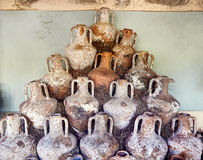 Pots antiques dans le château de Bodrum Image libre de droits