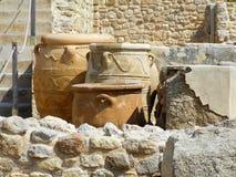 Pots antiques de stockage ou Pithoi au palais de Knossos, Crète, Grèce Image libre de droits