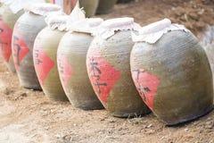Pots antiques pour la boisson alcoolisée de fermentation Photo stock