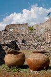 Pots antiques trouvés à Pompeii l'Italie Pompeii a été détruit et Photo libre de droits