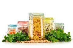 Pots avec des nourritures de grain sur le blanc Photographie stock libre de droits