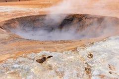Pots chauds de boue dans le secteur géothermique Hverir Photo stock