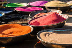 Pots colorés de sable en Egypte Photos stock