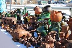 Pots d'argile faits main sur le marché de Pâques Photos libres de droits