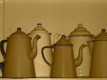 Pots de café d'émail dans la sépia Image libre de droits