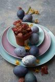 Pots de fleurs et oeufs de pâques Photographie stock libre de droits