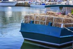 Pots de homard empilés à bord du bateau de pêche Photographie stock libre de droits
