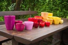 Pots de plantation en céramique décoratifs colorés Images libres de droits