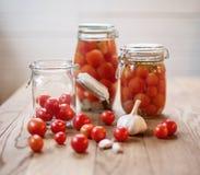 Pots de tomates marinées Photographie stock