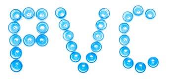 Pots en plastique bleus de désignation de signe sur un fond blanc le mot PVC, chlorure polyvinylique, isolat, réutilisant le code photographie stock libre de droits