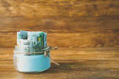Pots en verre avec des dollars et euro espace libre pour le texte Image libre de droits