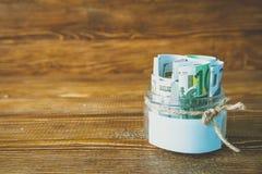 Pots en verre avec des dollars et euro espace libre pour le texte Photos libres de droits
