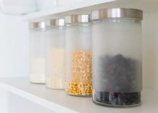 Pots en verre avec le grain image libre de droits