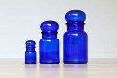 Pots en verre bleus Images libres de droits