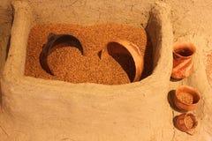Pots et blé d'argile Image stock