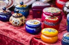 Pots et boîtes de colorfulll de Samll photos libres de droits