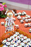 Pots faits maison de miel avec la poupée Image stock