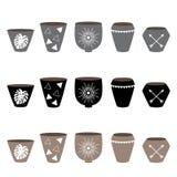 Pots noirs, blancs et bruns pour le style scandinave b d'usines à la maison Image stock