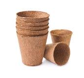Pots ronds de tourbe d'isolement photos libres de droits
