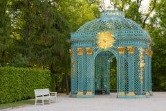 Potsdam, Alemania - 28 de mayo de 2014: Palacio de Sanssouci en el summe soleado Imagen de archivo libre de regalías