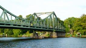 POTSDAM NIEMCY, SIERPIEŃ, - 15, 2017: Glienicke most w Potsdam Zdjęcia Stock