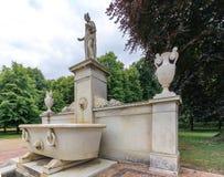 Potsdam Tyskland - Juni 24, 2015: Landskapsikten av en monument i Sanssouci parkerar royaltyfri bild