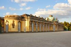 Potsdam Tyskland - Maj 28, 2014: Sanssouci slott på solig summe arkivfoton