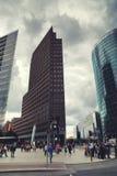 Potsdamer Platz a Berlino alla notte Fotografia Stock