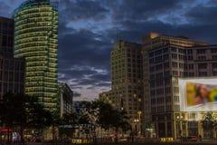 Potsdamer Platz em Berlim na noite Imagem de Stock Royalty Free