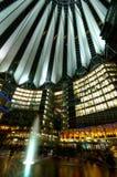Potsdamer Platz na noite imagens de stock